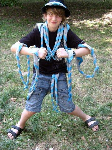 Présentation du foulard de camp par Matéo