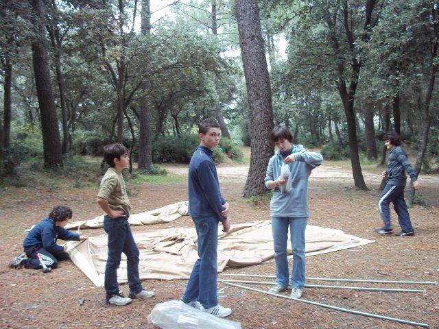 Installation des tentes par nos éclés...