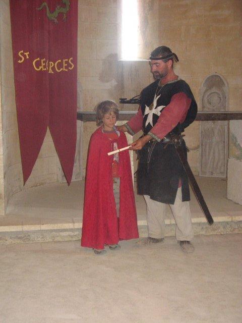 """""""Recevez, preux chevalier Basile cette épée et combattez l'injustice!"""""""
