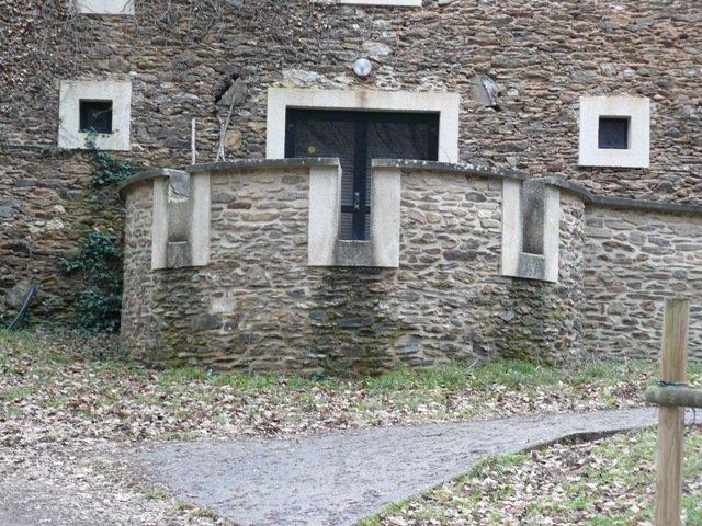 vue grange extérieur: côté réfectoire