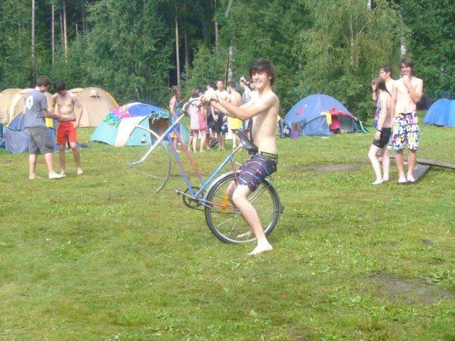 Eh, Geoffrey ! T'a perdu une roue !