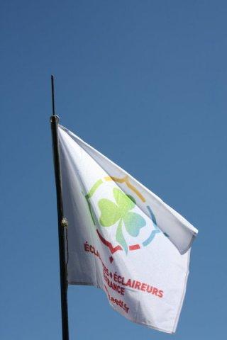 Drapeau nouveau logo