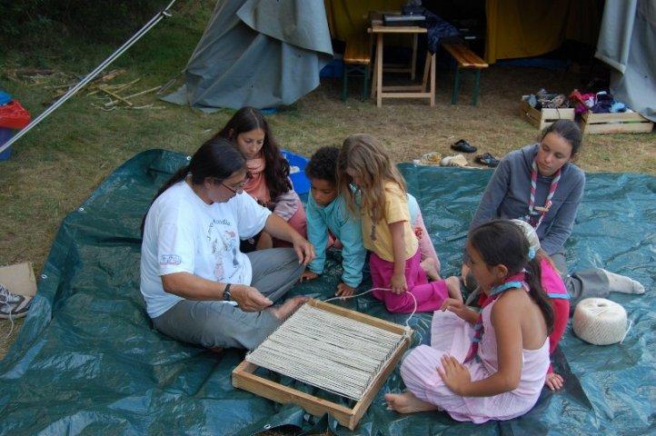 Camp 2008-Lutins Apprennent A Tisser