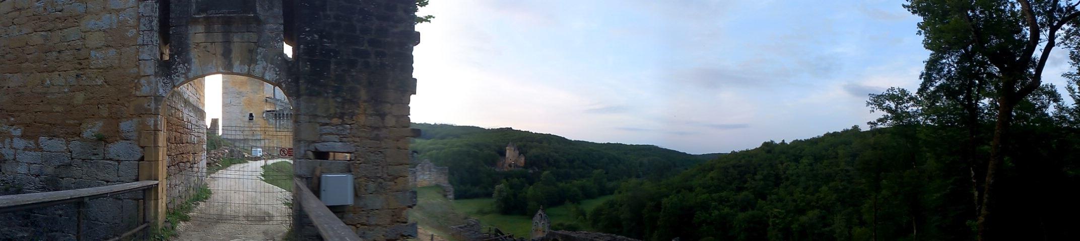 Une des entrées du château