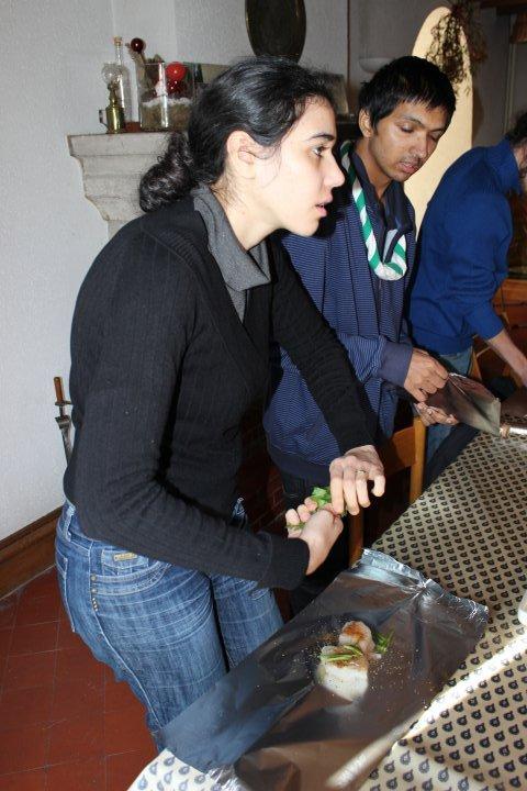 Préparation d'un repas trappeur