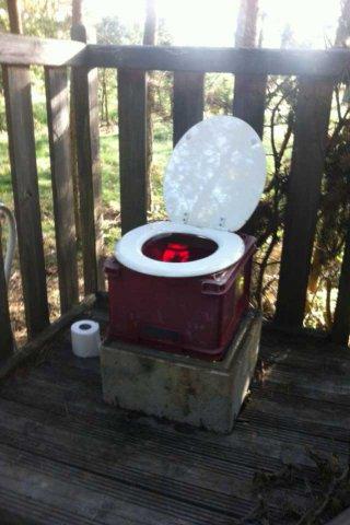 Les WC des lutins en camp Volant
