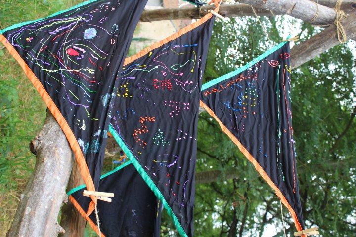 Foulards du camp, décorés par les Lutins