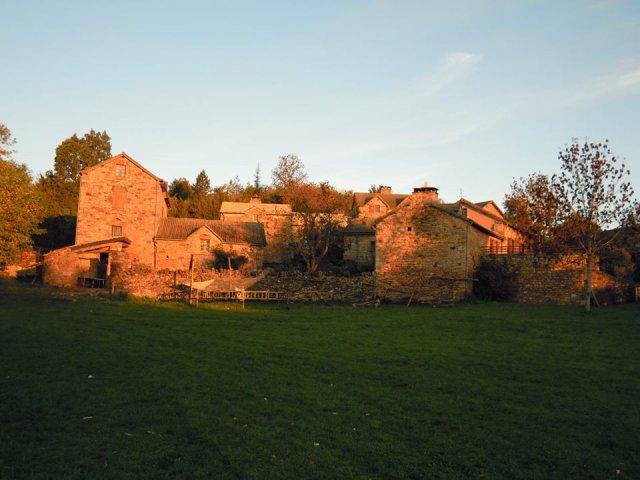 Le hameau de Bécours par une belle matinée