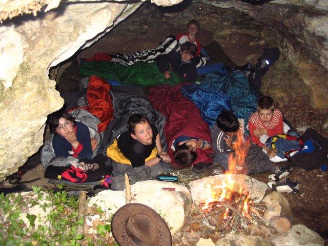 dormir dans l'une des grottes