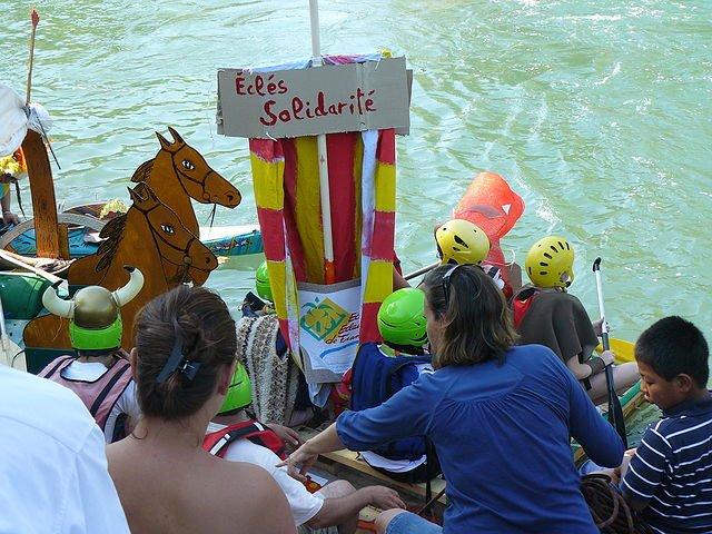 Touskiflot  2009 radeau solidarité gros plan