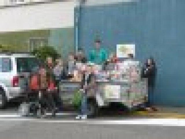 les marchandises collectées avant la livraison à la banque alimentaire